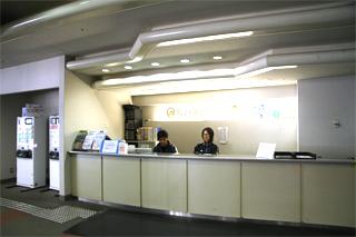 大阪プール 受付カウンター